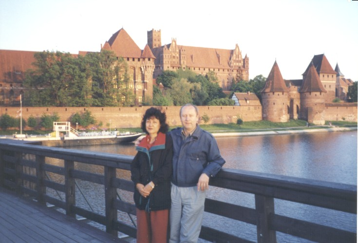 Fig. #B1 (R1 in [10]): Dr Eng. Jan Pajak with his wife by the Malbork Castle in Poland. May 1995.